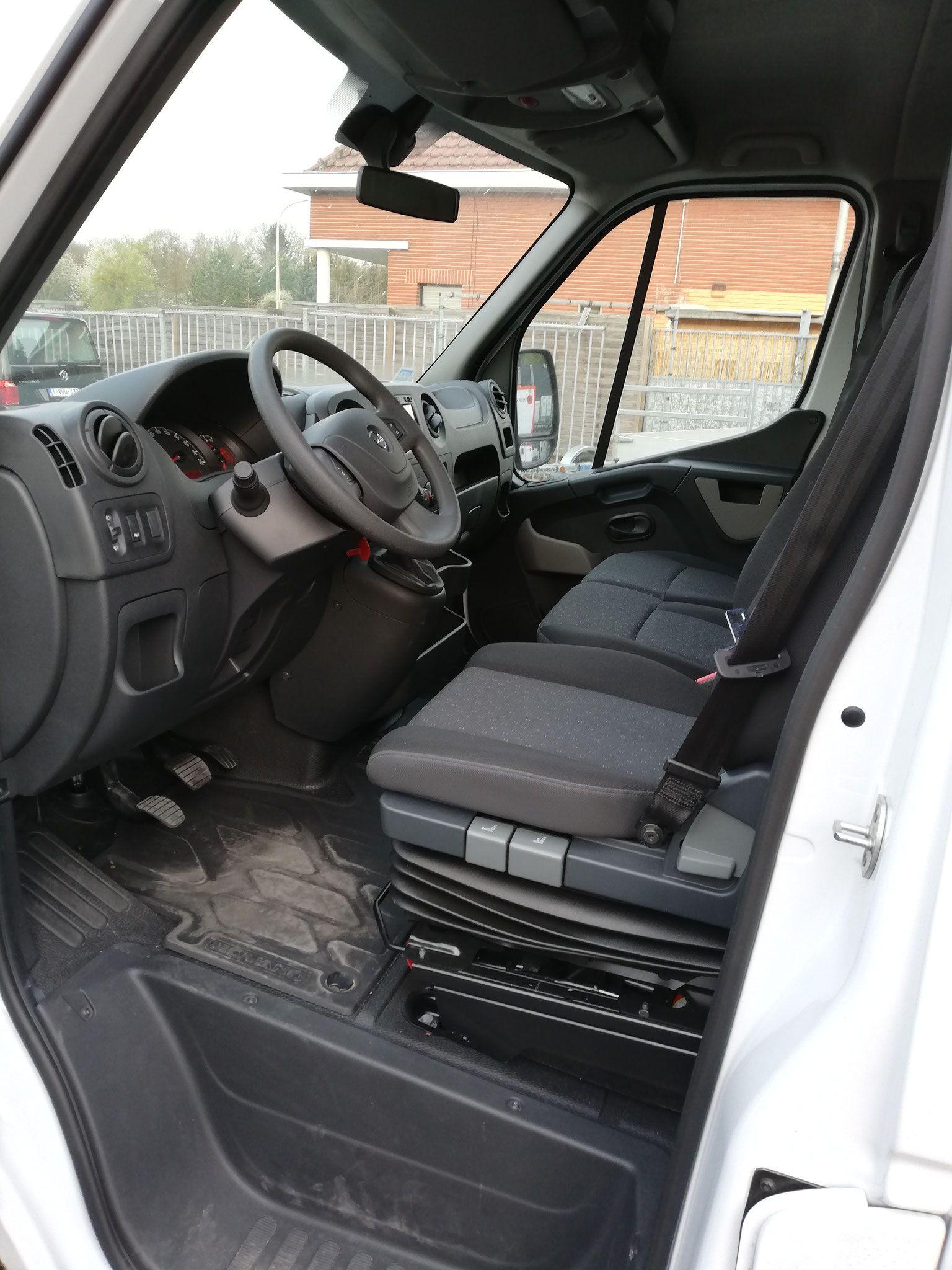 Opel Movano met laadklep - image (9).jpg